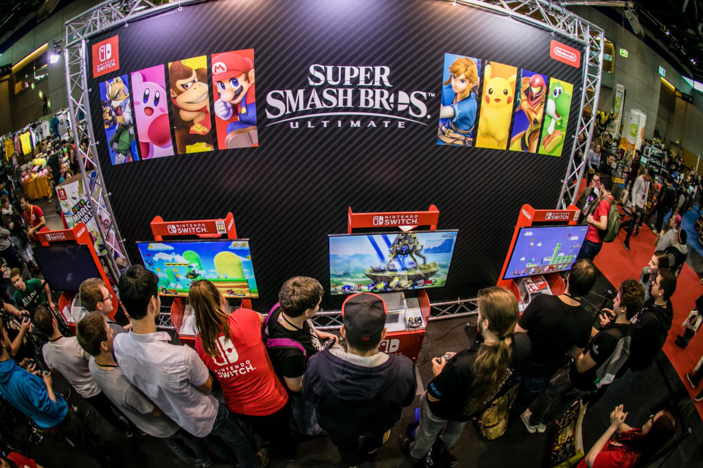 An image of a crowd at the Vienna Comic Con playing games